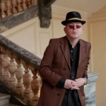 Алан МакГи раскритиковал отстойный кавер Aurora на песню Oasis Half The World Away