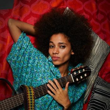Nneka презентует в России новый альбом  My Fairy Tales