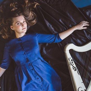 Современная арфистка Ольга Максимова выступит с сольным концертом в Санкт-Петербурге